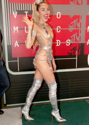 Miley Cyrus: 2015 MTV Video Music Awards in Los Angeles [adds]-14